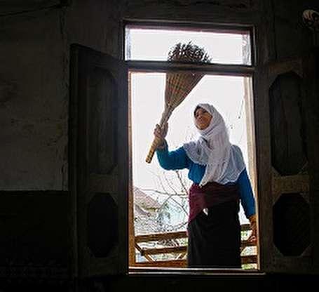 تصاویر خانه تکانی و گل مالی در روستا های ییلاقی مازندران