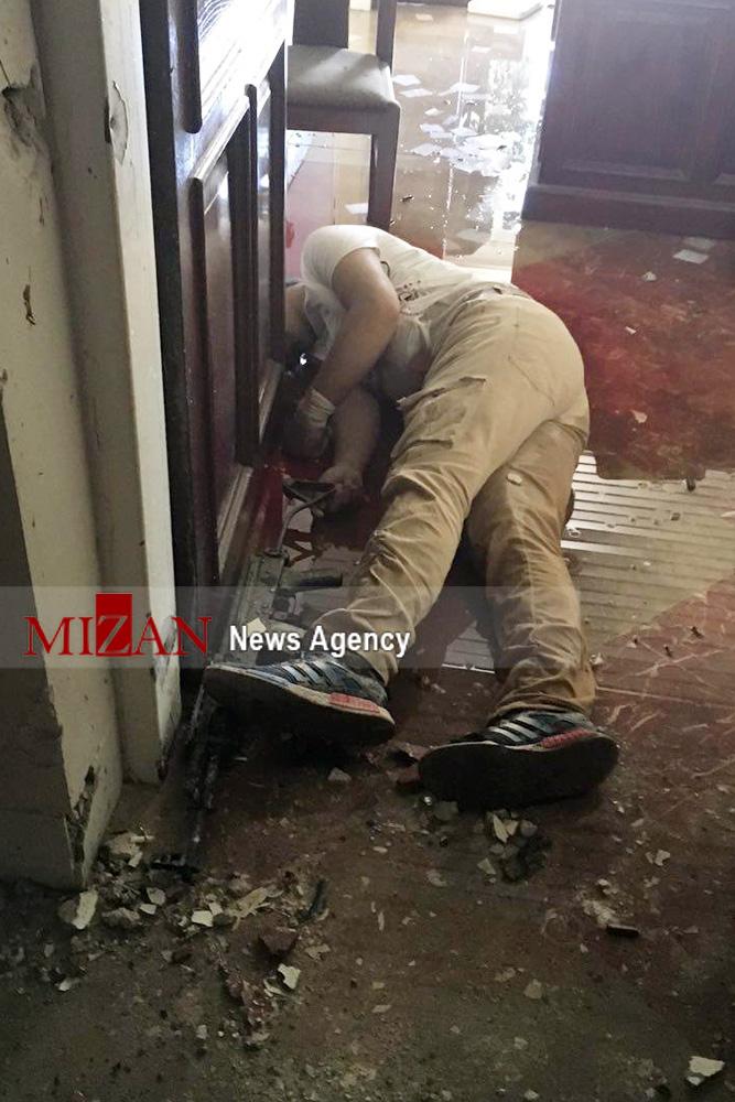 تصاویر/ اجساد تروریستها در ساختمان مجلس