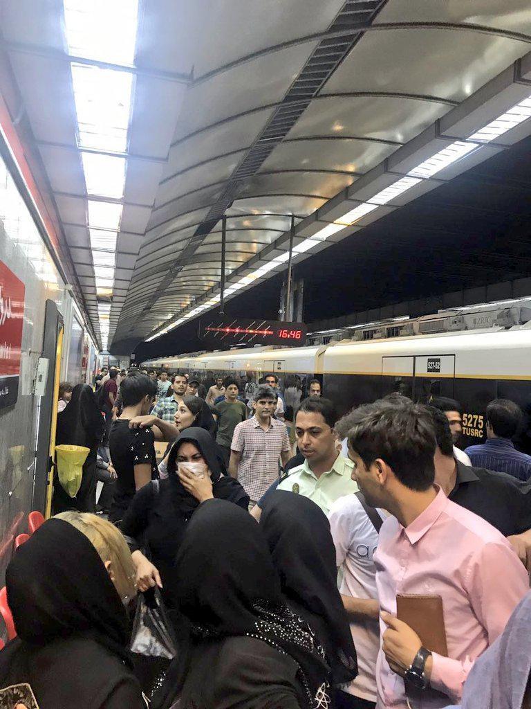دختر جوان در مترو دروازه دولت اقدام به خودکشی کرد+عکس
