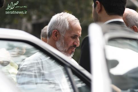 مشايي و بقايي غايبان مراسم مرحوم داوود احمدي نژاد/ چرا حلقه انحرافي به ختم برادر مرادشان نرفتند؟