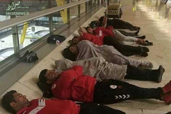 توضيح فدراسيون در مورد خوابيدن ملي پوشان در فرودگاه! +عکس