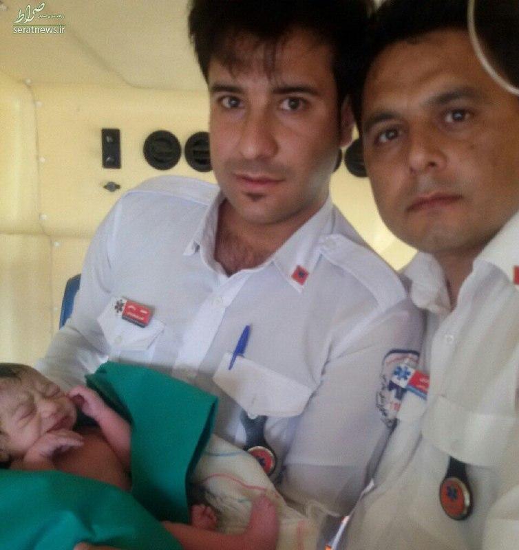 تولد نوزاد پسر در آمبولانس + عکس