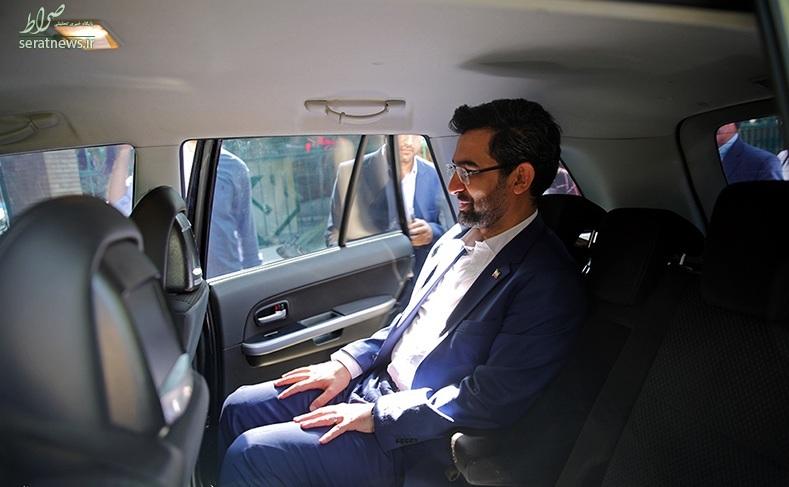 عکس/خودروی شاسی بلند وزیر ارتباطات