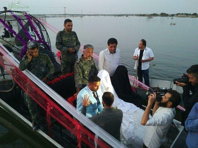 تصاویر/ مراسم ازدواج زوج خوزستانی روی سیل