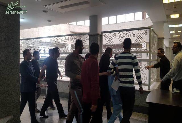 نجفی اولین بار با لباس زندان در دادسرا +تصاویر