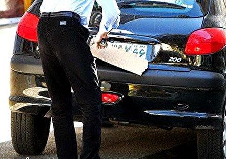 فیلم/ مخفی کردن پلاک خودرو با پیژامه