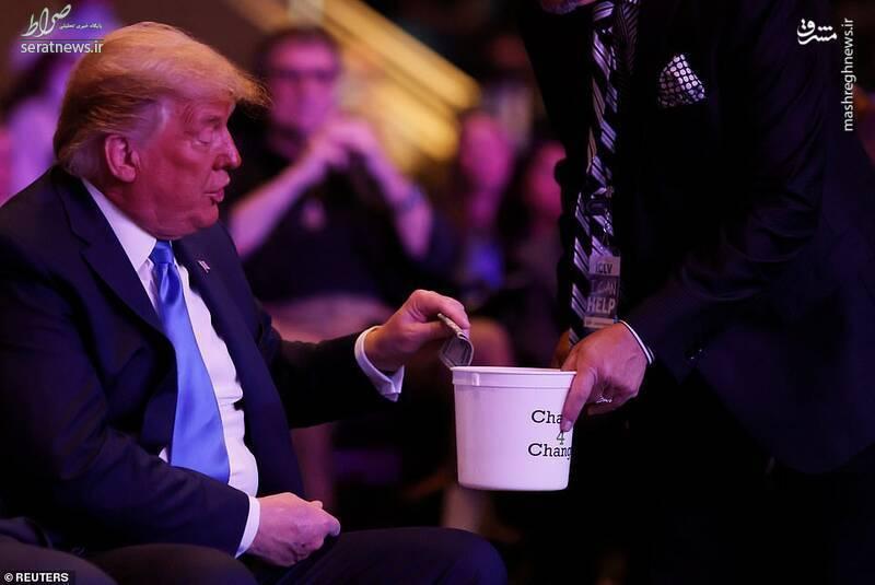 عکس/ صدقه دادن ترامپ سوژه رسانهها شد