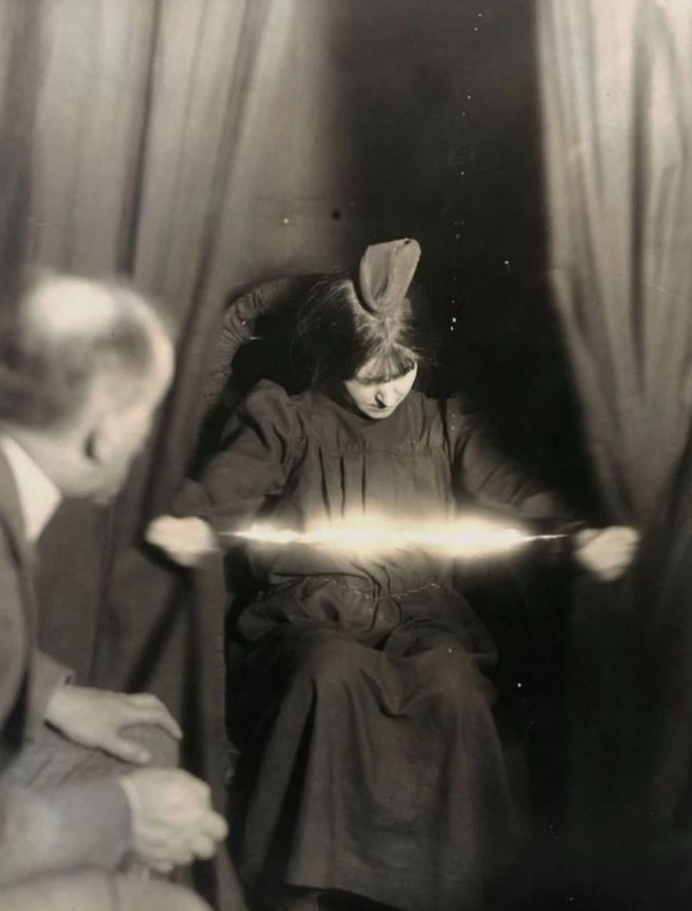 15 عکس عجیب و وحشتناک که در تاریخ ثبت شدند بی آنکه حقایقشان کشف شود