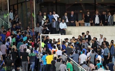 اعتراض لیدرها و هواداران استقلال به فامیل قلعه نویی
