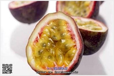 Passion Fruit پاشن فروت زادگاه اصلی این میوه آمریکای جنوبی و هند و نیوزلند است. این میوه دارای دانههای ریز مانند انجیر، اما از انجیر شیرینتر است و در تهیه بستنی و شیرینی از آن استفاده میشود.