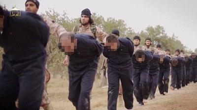 سربریدن افسران و خلبانان ارتش شوریه به دست اعضای داعش
