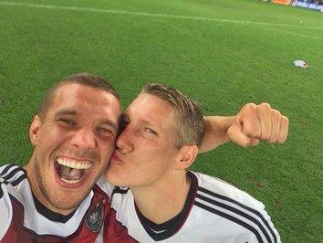 سلفی شوان اشتایگر و لوکاس پودولسکی بعد از پیروزی در جام جهانی