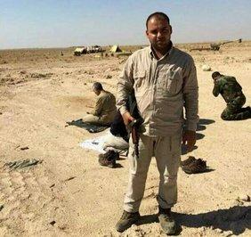 اقامه نماز «حاجقاسم» در میدان جنگ
