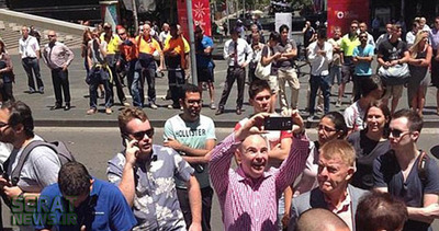 ذوق و شوق یک شهروند استرالیایی در محل گروگانگیری سیدنی!