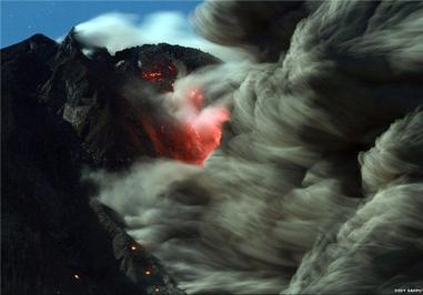 فوران آتشفشان در جزیره سوماترا اندونزی