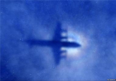 عملیات جستجو در جنوب اقیانوس هند برای یافتن پرواز «ام اچ 370» خطوط هوایی مالزی که در ماه مارس مسیر کوالالامپور به پکن با 239 مسافر ناپدید شد