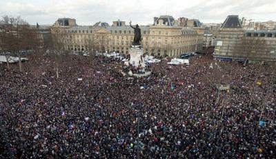 تصویری که پس از راهپیمایی سران کشورها پخش شد تا...