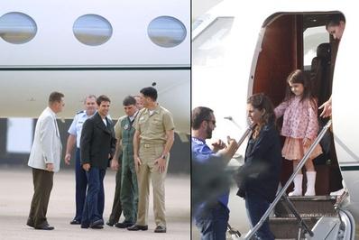 تام کروز/ تام کروز که در فیلم سینمایی «تاپ گان» به ایفای نقش پرداخته، یکی از مجهزترین و به روزترین جتهای شخصی جهان را در اختیار دارد.</p> <p>سمت چپ کروز در حال صحبت با پرسنل پایگاه هوایی ناوال آمریکا در سال 2001- سمت راست دختر کروز در حال پیاده شدن از جت شخصی پدرش</p> <p>