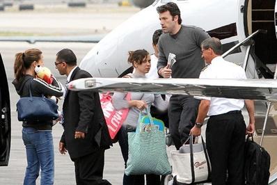 بن افلک</p> <p>بن افلک بازیگر و کارگردان فیلمهای «شهر» و «آرگو» و بازیگر فیلم دیوید فینچر مسافرت هوایی را ترجیح میدهد.</p> <p>افلک به همراه خانواده خود از جت شخصیاش پیاده میشود</p> <p>