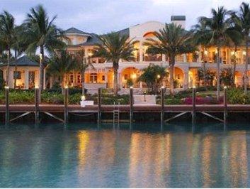 باهاما: خانه ای ساحلی در جزیره بهشت و با زمین گلف اختصاصی، ۲۲ میلیون دلار