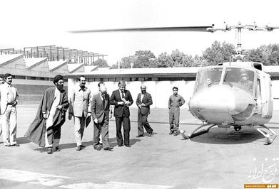 از راست: مصطفی چمران، عباس امیرانتظام، مهدی بازرگان، داریوش فروهر و آیتالله خامنهای