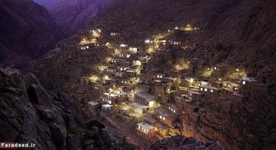 روستاها در ایران مانند همه جای دنیااست، مثل روستای پلنگان در غرب ایران و مرز با عراق و ماسوله در شمال. اگر چیز جالب در این عکس هست به خاطر نورها است نه خانه ها!