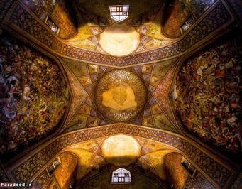 واقعا متوجه هستید که در ایران همه سقف ها سفید است فقط سقف چهل ستون اصفهان است که زیادی اغراق امیز است!
