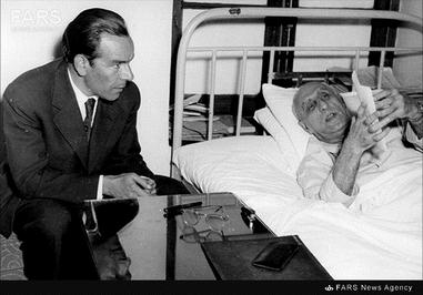 1- دکتر حسین فاطمی در کنار دکتر مصدق در دوران زمامداری وی