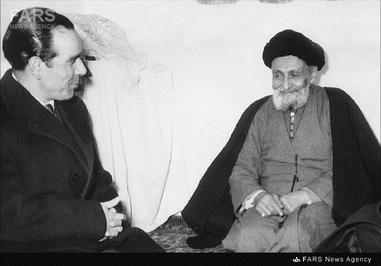 2- دکتر حسین فاطمی در کنار آیتالله سید ابوالقاسم کاشانی
