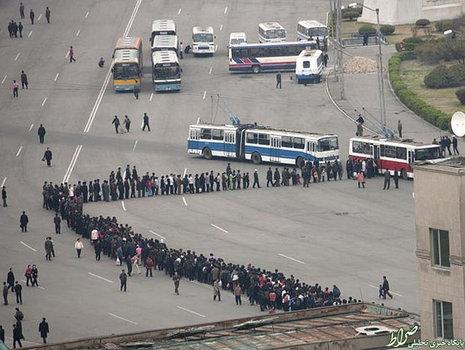 صف طولانی اتوبوس در کره شمالی