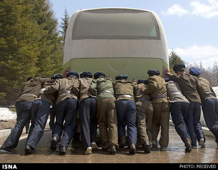 دولت کره فکر میکرد عکاسی از مردمی که در حال هل دادن یک اتوبوس خراب شده هستند برای این کشور خوب نیست