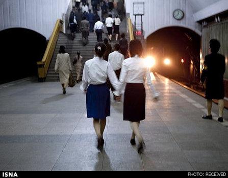 دولت کره با این عنوان که مترو مکانی نظامی است از عکاس خواسته بود که عکسهایش از متروی پیونگیانگ را از بین ببرد