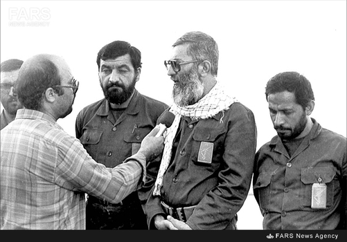 12.محسن رضایی و محسن رفیقدوست در معیت آیتالله خامنهای در یکی از بازدیدهای ایشان از جبهه های جنگ - 1365