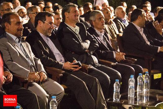 مسئولین دعوت شده به مراسم؛ عراقچی و کواکبیان در کنار استاندار سمنان، محمدرضا خباز