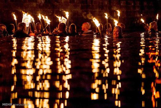 شنا در طول یک جشنواره سنتی در آلمان (EPA)