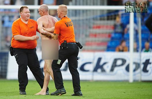عکس لخت شدن عکس برهنه شدن زندگی در دانمارک پلیس دانمارکی اخبار ورزشی