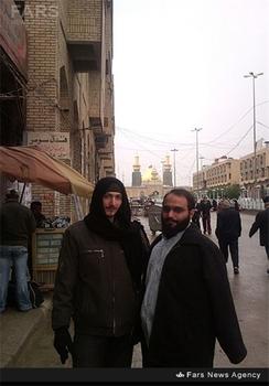 شهید مدافع حرم محمد حسین محمد خانی (سمت راست تصویر)