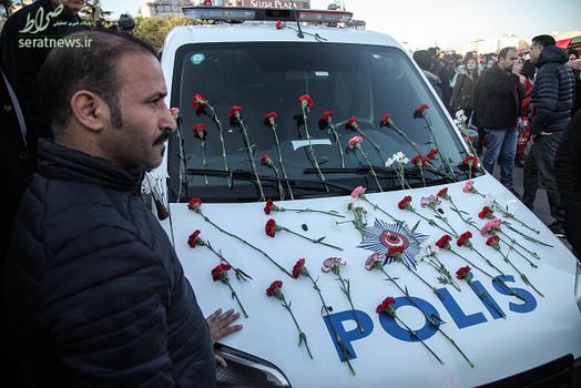 گل آرایی ماشین پلیس , گل آرایی ماشین دراستانبول, تزیین ماشین پلیس با گل, مراسم تشییع قربانیان انفجار در ترکیه