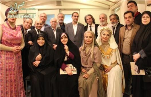 عکس یادگاری با بازیگران نمایش