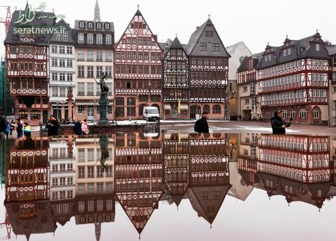 انعکاس زیبای تصویر یک خانه در فرانکفورت آلمان