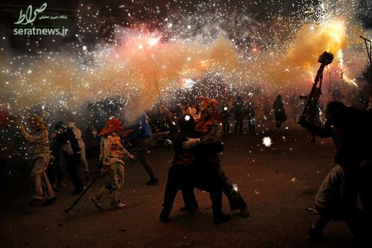 عیاشان در لباس شیاطین در جشن سنتی به افتخار سنت آنتونی - مالورکا، اسپانیا