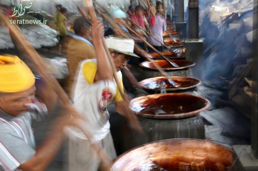 پخت یک تافی سنتی پیش از آغاز جشن های سال نو چینی