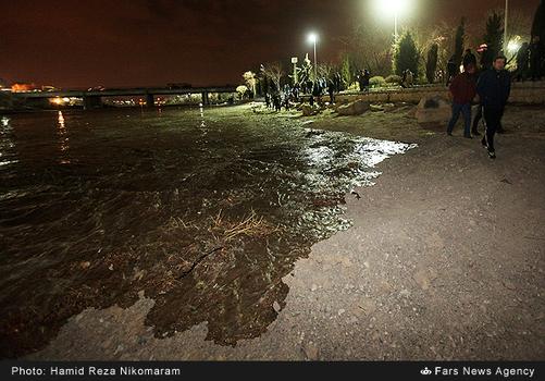 resized 364477 723 - آب در زاینده رود مردم اصفهان را خوشحال کرد + تصاویر جاری شدن آب در زاینده رود