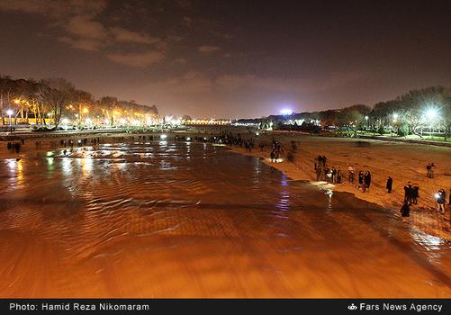 resized 364479 239 - آب در زاینده رود مردم اصفهان را خوشحال کرد + تصاویر جاری شدن آب در زاینده رود