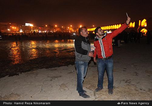 resized 364484 547 - آب در زاینده رود مردم اصفهان را خوشحال کرد + تصاویر جاری شدن آب در زاینده رود