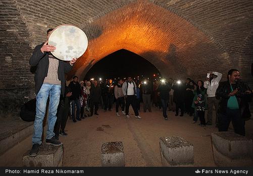 resized 364485 443 - آب در زاینده رود مردم اصفهان را خوشحال کرد + تصاویر جاری شدن آب در زاینده رود