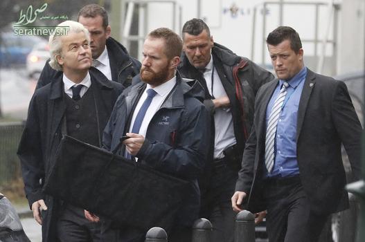 شرکت خیرت ویلدرس سیاستمدار هلندی با محافظانش در یک تظاهرات مقابل سفارت ترکیه در لاهه هلند