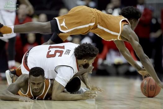 رقابت دو تیم تگزاس و فناوری تگزاس در بسکتبال کالج آمریکا