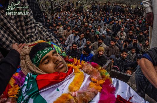 تشییع جنازه امیر نظری نوجوان 15 ساله کشمیری که در درگیری با نیروهای امنیتی هند کشته شد