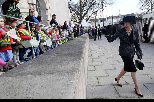 ترزا می نخست وزیر انگلی در مراسم پرده برداری از بنای یادبود نیروهای مسلح خدمت کرده در جنگ عراق و افغانستان